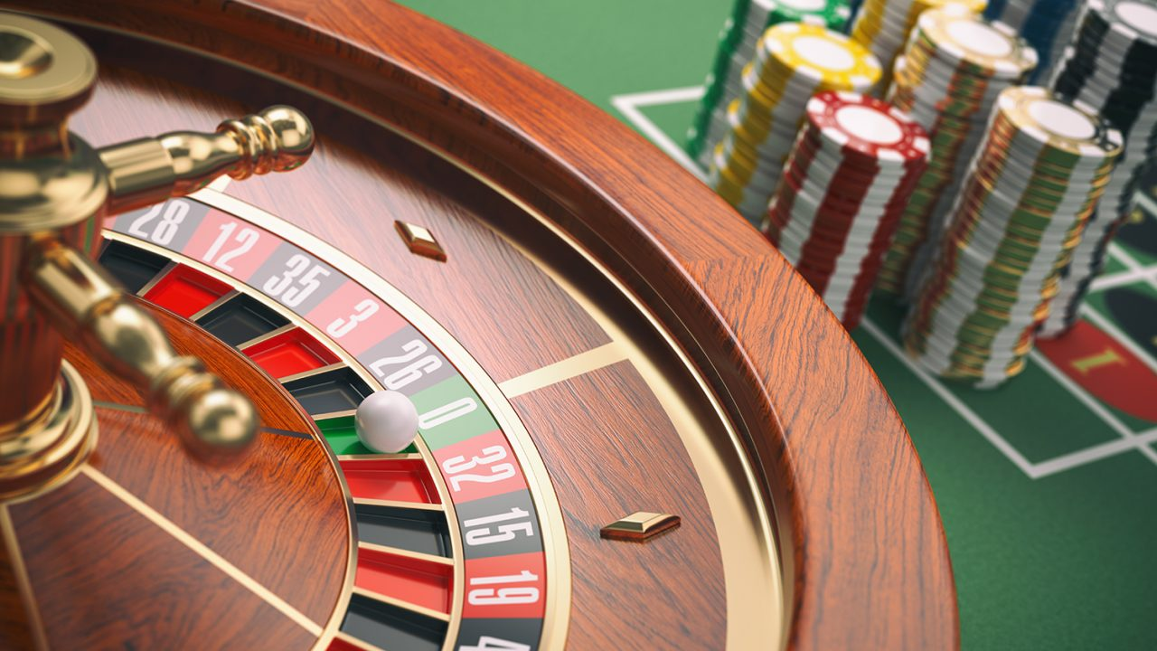 https://aktivdata.dk/wp-content/uploads/2019/03/casino-roulette-wheel-with-casino-chips-on-green-PKSSSP3-1280x720.jpg